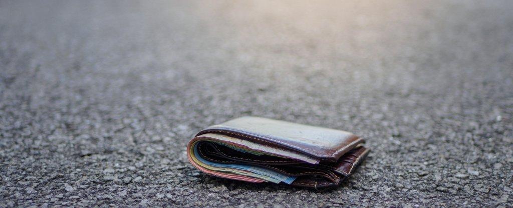 verbo auxiliar no passado simples imagem de uma carteira caída no chão